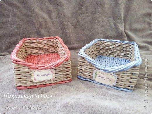 Плетеная корзинка для специй и пряных трав очень удобная и нужная вещица на кухне. Прочная, легкая, удобная и довольно вместительная корзинка для кухни поможет держать в порядке пакетики со специями и пряными травами. фото 9