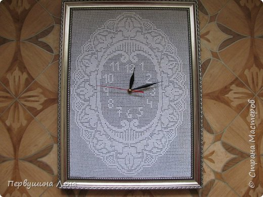 Первые часы получились неожиданно большими: 60*90 см Узлов увы много, нитки старые. Стрелки такие маленькие, потому что часовщик сказал, что часовой механизм не выдерживает большие, ломается. фото 23