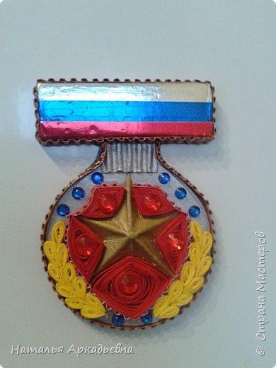 Всех мужчин и военообязанных женщин поздравляю с 23 февраля!  Вот такой сувенирчик у меня получился. Сзади магнит.