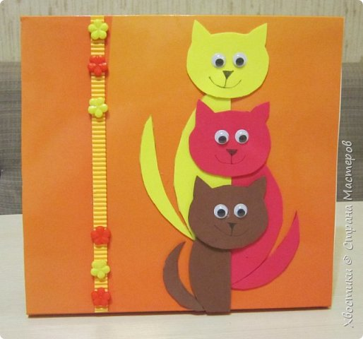 Вот такую открытку мы сделали с сыном (9 лет) на день рождения дедушке. Наша семья небольшая - папа, мама, сын, поэтому и котиков - три.
