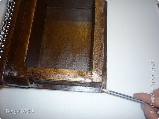 Добрый день, мастерицы! Я сегодня спешила сделать МК шкатулки-книги. Итак, нам необходимо: пеноплекс толщиной 2 см - 2/3 листа, нож канцелярский , наждачка, клеевой пистолет, краска гуашь, акриловый лак, распечатка, контур по керамике белый. фото 19