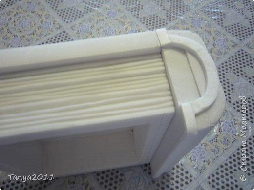 Добрый день, мастерицы! Я сегодня спешила сделать МК шкатулки-книги. Итак, нам необходимо: пеноплекс толщиной 2 см - 2/3 листа, нож канцелярский , наждачка, клеевой пистолет, краска гуашь, акриловый лак, распечатка, контур по керамике белый. фото 28