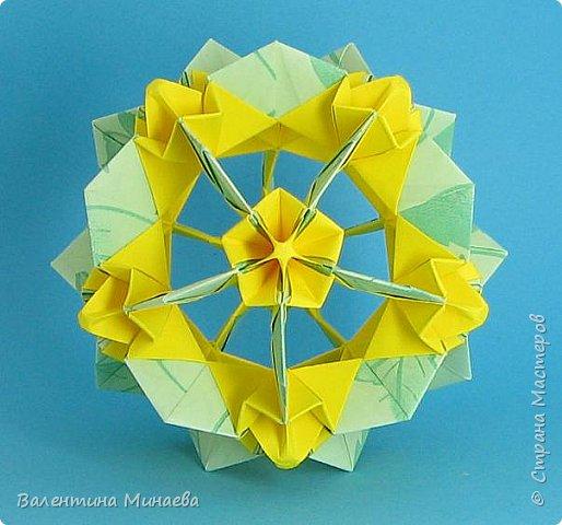 На авторство особо не претендую, возможно такие цветочки уже где-нибудь появлялись, не могу утверждать. Соединительные модули по сборке очень похожи на модуль кусудамы Каркасс Екатерины Лукашевой, только крепление осуществляется по-другому. Короче, такой вот гибрид из двух разных модулей.    Name: Blooming icosahedron - I  Designer: Valentina Minayeva Parts: 12 (pentagons) Paper: 6,4 x 6,4 х 6,4 х 6,4 х 6,4 Parts: 30 (squares) Paper: 6,4 х 6,4 Final height: ~ 10,0 cm without glue фото 77
