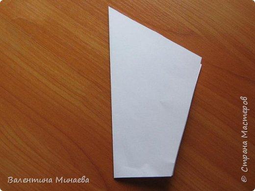 На авторство особо не претендую, возможно такие цветочки уже где-нибудь появлялись, не могу утверждать. Соединительные модули по сборке очень похожи на модуль кусудамы Каркасс Екатерины Лукашевой, только крепление осуществляется по-другому. Короче, такой вот гибрид из двух разных модулей.    Name: Blooming icosahedron - I  Designer: Valentina Minayeva Parts: 12 (pentagons) Paper: 6,4 x 6,4 х 6,4 х 6,4 х 6,4 Parts: 30 (squares) Paper: 6,4 х 6,4 Final height: ~ 10,0 cm without glue фото 5
