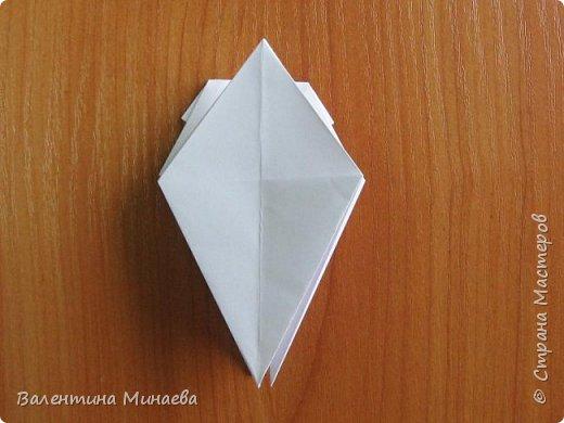 На авторство особо не претендую, возможно такие цветочки уже где-нибудь появлялись, не могу утверждать. Соединительные модули по сборке очень похожи на модуль кусудамы Каркасс Екатерины Лукашевой, только крепление осуществляется по-другому. Короче, такой вот гибрид из двух разных модулей.    Name: Blooming icosahedron - I  Designer: Valentina Minayeva Parts: 12 (pentagons) Paper: 6,4 x 6,4 х 6,4 х 6,4 х 6,4 Parts: 30 (squares) Paper: 6,4 х 6,4 Final height: ~ 10,0 cm without glue фото 21