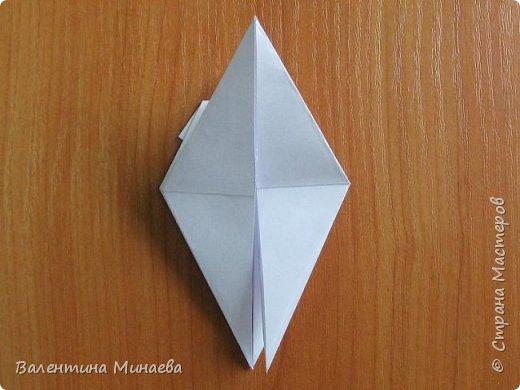 На авторство особо не претендую, возможно такие цветочки уже где-нибудь появлялись, не могу утверждать. Соединительные модули по сборке очень похожи на модуль кусудамы Каркасс Екатерины Лукашевой, только крепление осуществляется по-другому. Короче, такой вот гибрид из двух разных модулей.    Name: Blooming icosahedron - I  Designer: Valentina Minayeva Parts: 12 (pentagons) Paper: 6,4 x 6,4 х 6,4 х 6,4 х 6,4 Parts: 30 (squares) Paper: 6,4 х 6,4 Final height: ~ 10,0 cm without glue фото 22