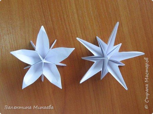 На авторство особо не претендую, возможно такие цветочки уже где-нибудь появлялись, не могу утверждать. Соединительные модули по сборке очень похожи на модуль кусудамы Каркасс Екатерины Лукашевой, только крепление осуществляется по-другому. Короче, такой вот гибрид из двух разных модулей.    Name: Blooming icosahedron - I  Designer: Valentina Minayeva Parts: 12 (pentagons) Paper: 6,4 x 6,4 х 6,4 х 6,4 х 6,4 Parts: 30 (squares) Paper: 6,4 х 6,4 Final height: ~ 10,0 cm without glue фото 32