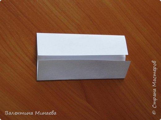 На авторство особо не претендую, возможно такие цветочки уже где-нибудь появлялись, не могу утверждать. Соединительные модули по сборке очень похожи на модуль кусудамы Каркасс Екатерины Лукашевой, только крепление осуществляется по-другому. Короче, такой вот гибрид из двух разных модулей.    Name: Blooming icosahedron - I  Designer: Valentina Minayeva Parts: 12 (pentagons) Paper: 6,4 x 6,4 х 6,4 х 6,4 х 6,4 Parts: 30 (squares) Paper: 6,4 х 6,4 Final height: ~ 10,0 cm without glue фото 36