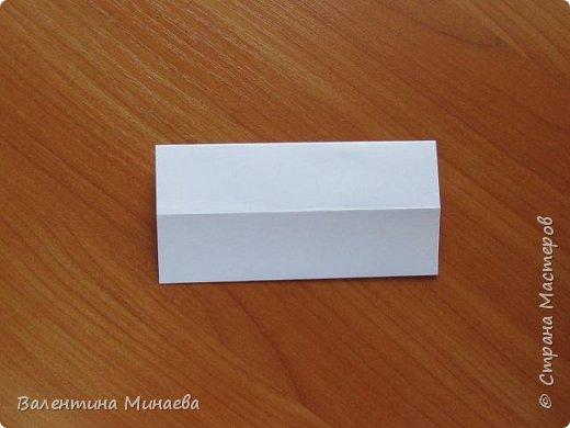 На авторство особо не претендую, возможно такие цветочки уже где-нибудь появлялись, не могу утверждать. Соединительные модули по сборке очень похожи на модуль кусудамы Каркасс Екатерины Лукашевой, только крепление осуществляется по-другому. Короче, такой вот гибрид из двух разных модулей.    Name: Blooming icosahedron - I  Designer: Valentina Minayeva Parts: 12 (pentagons) Paper: 6,4 x 6,4 х 6,4 х 6,4 х 6,4 Parts: 30 (squares) Paper: 6,4 х 6,4 Final height: ~ 10,0 cm without glue фото 37