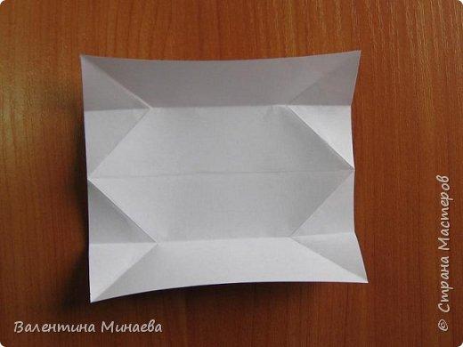 На авторство особо не претендую, возможно такие цветочки уже где-нибудь появлялись, не могу утверждать. Соединительные модули по сборке очень похожи на модуль кусудамы Каркасс Екатерины Лукашевой, только крепление осуществляется по-другому. Короче, такой вот гибрид из двух разных модулей.    Name: Blooming icosahedron - I  Designer: Valentina Minayeva Parts: 12 (pentagons) Paper: 6,4 x 6,4 х 6,4 х 6,4 х 6,4 Parts: 30 (squares) Paper: 6,4 х 6,4 Final height: ~ 10,0 cm without glue фото 39
