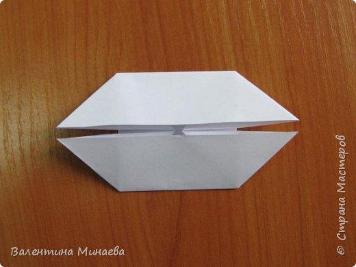 На авторство особо не претендую, возможно такие цветочки уже где-нибудь появлялись, не могу утверждать. Соединительные модули по сборке очень похожи на модуль кусудамы Каркасс Екатерины Лукашевой, только крепление осуществляется по-другому. Короче, такой вот гибрид из двух разных модулей.    Name: Blooming icosahedron - I  Designer: Valentina Minayeva Parts: 12 (pentagons) Paper: 6,4 x 6,4 х 6,4 х 6,4 х 6,4 Parts: 30 (squares) Paper: 6,4 х 6,4 Final height: ~ 10,0 cm without glue фото 41