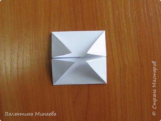 На авторство особо не претендую, возможно такие цветочки уже где-нибудь появлялись, не могу утверждать. Соединительные модули по сборке очень похожи на модуль кусудамы Каркасс Екатерины Лукашевой, только крепление осуществляется по-другому. Короче, такой вот гибрид из двух разных модулей.    Name: Blooming icosahedron - I  Designer: Valentina Minayeva Parts: 12 (pentagons) Paper: 6,4 x 6,4 х 6,4 х 6,4 х 6,4 Parts: 30 (squares) Paper: 6,4 х 6,4 Final height: ~ 10,0 cm without glue фото 42