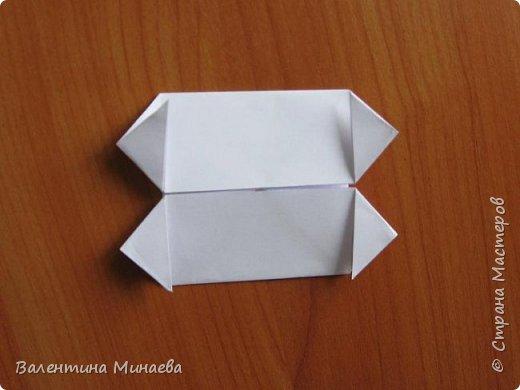 На авторство особо не претендую, возможно такие цветочки уже где-нибудь появлялись, не могу утверждать. Соединительные модули по сборке очень похожи на модуль кусудамы Каркасс Екатерины Лукашевой, только крепление осуществляется по-другому. Короче, такой вот гибрид из двух разных модулей.    Name: Blooming icosahedron - I  Designer: Valentina Minayeva Parts: 12 (pentagons) Paper: 6,4 x 6,4 х 6,4 х 6,4 х 6,4 Parts: 30 (squares) Paper: 6,4 х 6,4 Final height: ~ 10,0 cm without glue фото 43