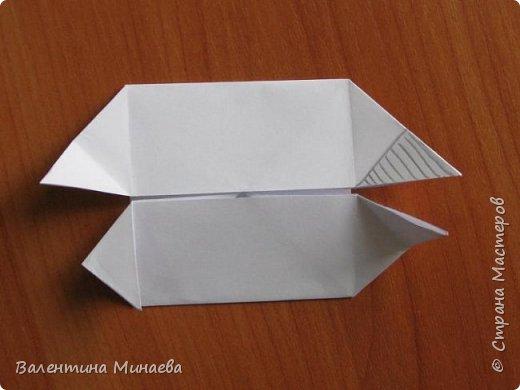 На авторство особо не претендую, возможно такие цветочки уже где-нибудь появлялись, не могу утверждать. Соединительные модули по сборке очень похожи на модуль кусудамы Каркасс Екатерины Лукашевой, только крепление осуществляется по-другому. Короче, такой вот гибрид из двух разных модулей.    Name: Blooming icosahedron - I  Designer: Valentina Minayeva Parts: 12 (pentagons) Paper: 6,4 x 6,4 х 6,4 х 6,4 х 6,4 Parts: 30 (squares) Paper: 6,4 х 6,4 Final height: ~ 10,0 cm without glue фото 44