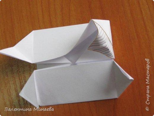 На авторство особо не претендую, возможно такие цветочки уже где-нибудь появлялись, не могу утверждать. Соединительные модули по сборке очень похожи на модуль кусудамы Каркасс Екатерины Лукашевой, только крепление осуществляется по-другому. Короче, такой вот гибрид из двух разных модулей.    Name: Blooming icosahedron - I  Designer: Valentina Minayeva Parts: 12 (pentagons) Paper: 6,4 x 6,4 х 6,4 х 6,4 х 6,4 Parts: 30 (squares) Paper: 6,4 х 6,4 Final height: ~ 10,0 cm without glue фото 46