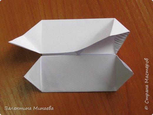 На авторство особо не претендую, возможно такие цветочки уже где-нибудь появлялись, не могу утверждать. Соединительные модули по сборке очень похожи на модуль кусудамы Каркасс Екатерины Лукашевой, только крепление осуществляется по-другому. Короче, такой вот гибрид из двух разных модулей.    Name: Blooming icosahedron - I  Designer: Valentina Minayeva Parts: 12 (pentagons) Paper: 6,4 x 6,4 х 6,4 х 6,4 х 6,4 Parts: 30 (squares) Paper: 6,4 х 6,4 Final height: ~ 10,0 cm without glue фото 47