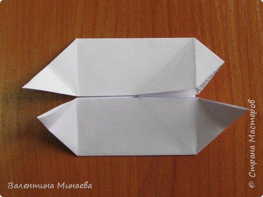 На авторство особо не претендую, возможно такие цветочки уже где-нибудь появлялись, не могу утверждать. Соединительные модули по сборке очень похожи на модуль кусудамы Каркасс Екатерины Лукашевой, только крепление осуществляется по-другому. Короче, такой вот гибрид из двух разных модулей.    Name: Blooming icosahedron - I  Designer: Valentina Minayeva Parts: 12 (pentagons) Paper: 6,4 x 6,4 х 6,4 х 6,4 х 6,4 Parts: 30 (squares) Paper: 6,4 х 6,4 Final height: ~ 10,0 cm without glue фото 48
