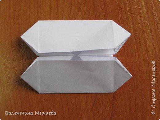На авторство особо не претендую, возможно такие цветочки уже где-нибудь появлялись, не могу утверждать. Соединительные модули по сборке очень похожи на модуль кусудамы Каркасс Екатерины Лукашевой, только крепление осуществляется по-другому. Короче, такой вот гибрид из двух разных модулей.    Name: Blooming icosahedron - I  Designer: Valentina Minayeva Parts: 12 (pentagons) Paper: 6,4 x 6,4 х 6,4 х 6,4 х 6,4 Parts: 30 (squares) Paper: 6,4 х 6,4 Final height: ~ 10,0 cm without glue фото 49
