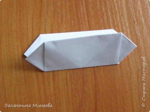 На авторство особо не претендую, возможно такие цветочки уже где-нибудь появлялись, не могу утверждать. Соединительные модули по сборке очень похожи на модуль кусудамы Каркасс Екатерины Лукашевой, только крепление осуществляется по-другому. Короче, такой вот гибрид из двух разных модулей.    Name: Blooming icosahedron - I  Designer: Valentina Minayeva Parts: 12 (pentagons) Paper: 6,4 x 6,4 х 6,4 х 6,4 х 6,4 Parts: 30 (squares) Paper: 6,4 х 6,4 Final height: ~ 10,0 cm without glue фото 51