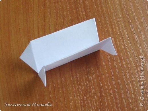 На авторство особо не претендую, возможно такие цветочки уже где-нибудь появлялись, не могу утверждать. Соединительные модули по сборке очень похожи на модуль кусудамы Каркасс Екатерины Лукашевой, только крепление осуществляется по-другому. Короче, такой вот гибрид из двух разных модулей.    Name: Blooming icosahedron - I  Designer: Valentina Minayeva Parts: 12 (pentagons) Paper: 6,4 x 6,4 х 6,4 х 6,4 х 6,4 Parts: 30 (squares) Paper: 6,4 х 6,4 Final height: ~ 10,0 cm without glue фото 52