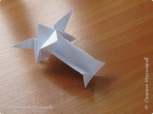 На авторство особо не претендую, возможно такие цветочки уже где-нибудь появлялись, не могу утверждать. Соединительные модули по сборке очень похожи на модуль кусудамы Каркасс Екатерины Лукашевой, только крепление осуществляется по-другому. Короче, такой вот гибрид из двух разных модулей.    Name: Blooming icosahedron - I  Designer: Valentina Minayeva Parts: 12 (pentagons) Paper: 6,4 x 6,4 х 6,4 х 6,4 х 6,4 Parts: 30 (squares) Paper: 6,4 х 6,4 Final height: ~ 10,0 cm without glue фото 55