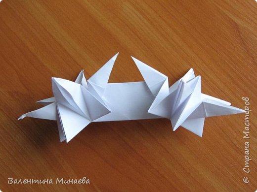 На авторство особо не претендую, возможно такие цветочки уже где-нибудь появлялись, не могу утверждать. Соединительные модули по сборке очень похожи на модуль кусудамы Каркасс Екатерины Лукашевой, только крепление осуществляется по-другому. Короче, такой вот гибрид из двух разных модулей.    Name: Blooming icosahedron - I  Designer: Valentina Minayeva Parts: 12 (pentagons) Paper: 6,4 x 6,4 х 6,4 х 6,4 х 6,4 Parts: 30 (squares) Paper: 6,4 х 6,4 Final height: ~ 10,0 cm without glue фото 58