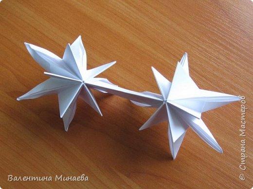 На авторство особо не претендую, возможно такие цветочки уже где-нибудь появлялись, не могу утверждать. Соединительные модули по сборке очень похожи на модуль кусудамы Каркасс Екатерины Лукашевой, только крепление осуществляется по-другому. Короче, такой вот гибрид из двух разных модулей.    Name: Blooming icosahedron - I  Designer: Valentina Minayeva Parts: 12 (pentagons) Paper: 6,4 x 6,4 х 6,4 х 6,4 х 6,4 Parts: 30 (squares) Paper: 6,4 х 6,4 Final height: ~ 10,0 cm without glue фото 59