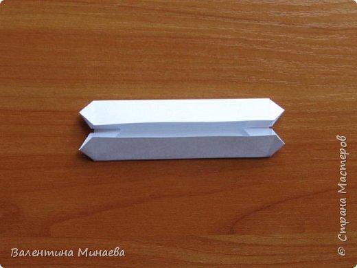 На авторство особо не претендую, возможно такие цветочки уже где-нибудь появлялись, не могу утверждать. Соединительные модули по сборке очень похожи на модуль кусудамы Каркасс Екатерины Лукашевой, только крепление осуществляется по-другому. Короче, такой вот гибрид из двух разных модулей.    Name: Blooming icosahedron - I  Designer: Valentina Minayeva Parts: 12 (pentagons) Paper: 6,4 x 6,4 х 6,4 х 6,4 х 6,4 Parts: 30 (squares) Paper: 6,4 х 6,4 Final height: ~ 10,0 cm without glue фото 70