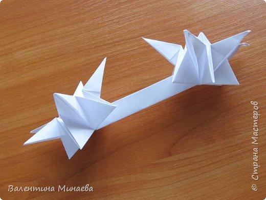 На авторство особо не претендую, возможно такие цветочки уже где-нибудь появлялись, не могу утверждать. Соединительные модули по сборке очень похожи на модуль кусудамы Каркасс Екатерины Лукашевой, только крепление осуществляется по-другому. Короче, такой вот гибрид из двух разных модулей.    Name: Blooming icosahedron - I  Designer: Valentina Minayeva Parts: 12 (pentagons) Paper: 6,4 x 6,4 х 6,4 х 6,4 х 6,4 Parts: 30 (squares) Paper: 6,4 х 6,4 Final height: ~ 10,0 cm without glue фото 73