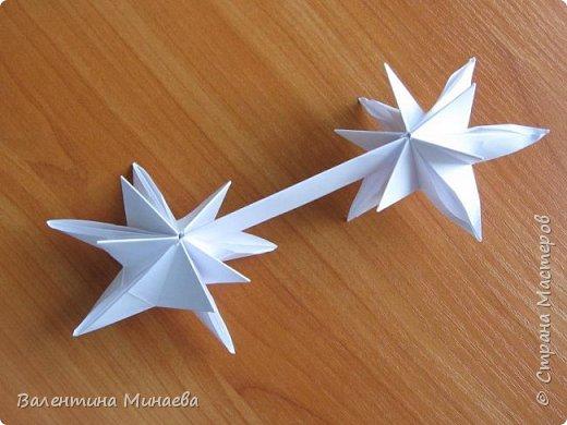 На авторство особо не претендую, возможно такие цветочки уже где-нибудь появлялись, не могу утверждать. Соединительные модули по сборке очень похожи на модуль кусудамы Каркасс Екатерины Лукашевой, только крепление осуществляется по-другому. Короче, такой вот гибрид из двух разных модулей.    Name: Blooming icosahedron - I  Designer: Valentina Minayeva Parts: 12 (pentagons) Paper: 6,4 x 6,4 х 6,4 х 6,4 х 6,4 Parts: 30 (squares) Paper: 6,4 х 6,4 Final height: ~ 10,0 cm without glue фото 74