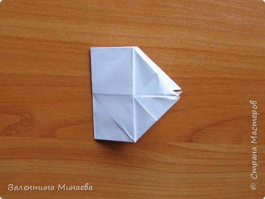 На авторство особо не претендую, возможно такие цветочки уже где-нибудь появлялись, не могу утверждать. Соединительные модули по сборке очень похожи на модуль кусудамы Каркасс Екатерины Лукашевой, только крепление осуществляется по-другому. Короче, такой вот гибрид из двух разных модулей.    Name: Blooming icosahedron - I  Designer: Valentina Minayeva Parts: 12 (pentagons) Paper: 6,4 x 6,4 х 6,4 х 6,4 х 6,4 Parts: 30 (squares) Paper: 6,4 х 6,4 Final height: ~ 10,0 cm without glue фото 81