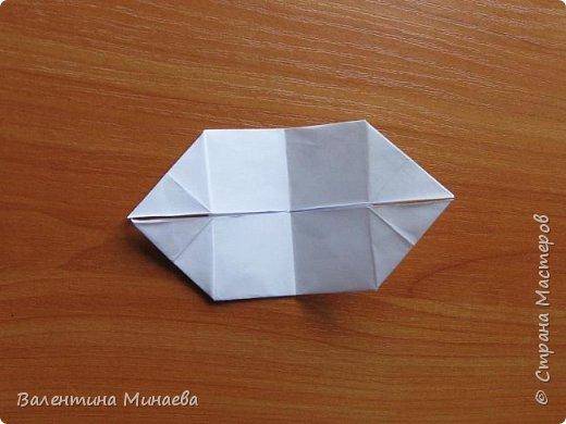 На авторство особо не претендую, возможно такие цветочки уже где-нибудь появлялись, не могу утверждать. Соединительные модули по сборке очень похожи на модуль кусудамы Каркасс Екатерины Лукашевой, только крепление осуществляется по-другому. Короче, такой вот гибрид из двух разных модулей.    Name: Blooming icosahedron - I  Designer: Valentina Minayeva Parts: 12 (pentagons) Paper: 6,4 x 6,4 х 6,4 х 6,4 х 6,4 Parts: 30 (squares) Paper: 6,4 х 6,4 Final height: ~ 10,0 cm without glue фото 82