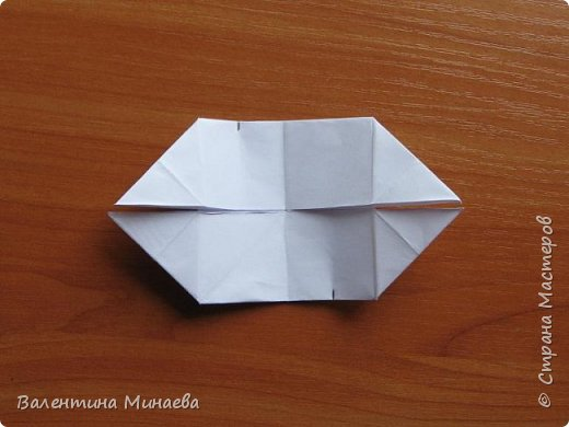 На авторство особо не претендую, возможно такие цветочки уже где-нибудь появлялись, не могу утверждать. Соединительные модули по сборке очень похожи на модуль кусудамы Каркасс Екатерины Лукашевой, только крепление осуществляется по-другому. Короче, такой вот гибрид из двух разных модулей.    Name: Blooming icosahedron - I  Designer: Valentina Minayeva Parts: 12 (pentagons) Paper: 6,4 x 6,4 х 6,4 х 6,4 х 6,4 Parts: 30 (squares) Paper: 6,4 х 6,4 Final height: ~ 10,0 cm without glue фото 83