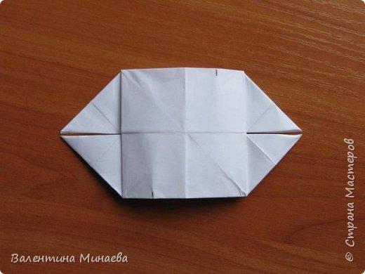 На авторство особо не претендую, возможно такие цветочки уже где-нибудь появлялись, не могу утверждать. Соединительные модули по сборке очень похожи на модуль кусудамы Каркасс Екатерины Лукашевой, только крепление осуществляется по-другому. Короче, такой вот гибрид из двух разных модулей.    Name: Blooming icosahedron - I  Designer: Valentina Minayeva Parts: 12 (pentagons) Paper: 6,4 x 6,4 х 6,4 х 6,4 х 6,4 Parts: 30 (squares) Paper: 6,4 х 6,4 Final height: ~ 10,0 cm without glue фото 84