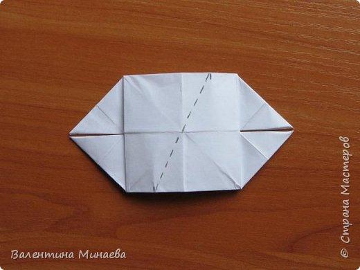 На авторство особо не претендую, возможно такие цветочки уже где-нибудь появлялись, не могу утверждать. Соединительные модули по сборке очень похожи на модуль кусудамы Каркасс Екатерины Лукашевой, только крепление осуществляется по-другому. Короче, такой вот гибрид из двух разных модулей.    Name: Blooming icosahedron - I  Designer: Valentina Minayeva Parts: 12 (pentagons) Paper: 6,4 x 6,4 х 6,4 х 6,4 х 6,4 Parts: 30 (squares) Paper: 6,4 х 6,4 Final height: ~ 10,0 cm without glue фото 85