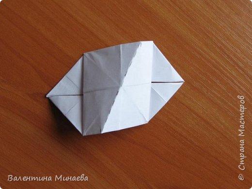 На авторство особо не претендую, возможно такие цветочки уже где-нибудь появлялись, не могу утверждать. Соединительные модули по сборке очень похожи на модуль кусудамы Каркасс Екатерины Лукашевой, только крепление осуществляется по-другому. Короче, такой вот гибрид из двух разных модулей.    Name: Blooming icosahedron - I  Designer: Valentina Minayeva Parts: 12 (pentagons) Paper: 6,4 x 6,4 х 6,4 х 6,4 х 6,4 Parts: 30 (squares) Paper: 6,4 х 6,4 Final height: ~ 10,0 cm without glue фото 86