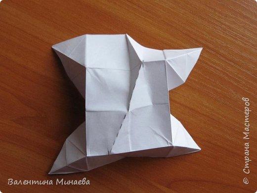 На авторство особо не претендую, возможно такие цветочки уже где-нибудь появлялись, не могу утверждать. Соединительные модули по сборке очень похожи на модуль кусудамы Каркасс Екатерины Лукашевой, только крепление осуществляется по-другому. Короче, такой вот гибрид из двух разных модулей.    Name: Blooming icosahedron - I  Designer: Valentina Minayeva Parts: 12 (pentagons) Paper: 6,4 x 6,4 х 6,4 х 6,4 х 6,4 Parts: 30 (squares) Paper: 6,4 х 6,4 Final height: ~ 10,0 cm without glue фото 87