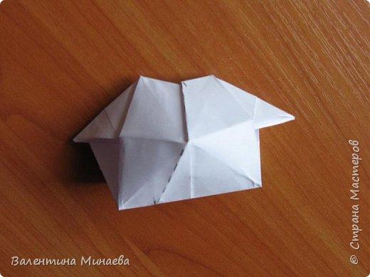 На авторство особо не претендую, возможно такие цветочки уже где-нибудь появлялись, не могу утверждать. Соединительные модули по сборке очень похожи на модуль кусудамы Каркасс Екатерины Лукашевой, только крепление осуществляется по-другому. Короче, такой вот гибрид из двух разных модулей.    Name: Blooming icosahedron - I  Designer: Valentina Minayeva Parts: 12 (pentagons) Paper: 6,4 x 6,4 х 6,4 х 6,4 х 6,4 Parts: 30 (squares) Paper: 6,4 х 6,4 Final height: ~ 10,0 cm without glue фото 88