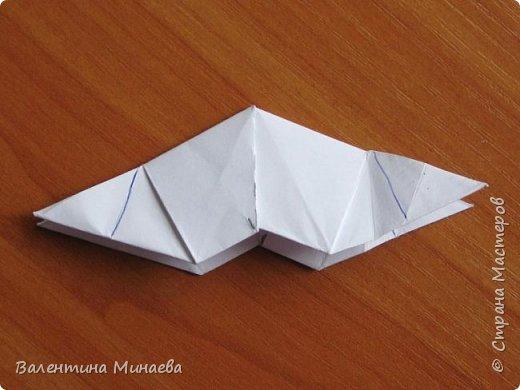 На авторство особо не претендую, возможно такие цветочки уже где-нибудь появлялись, не могу утверждать. Соединительные модули по сборке очень похожи на модуль кусудамы Каркасс Екатерины Лукашевой, только крепление осуществляется по-другому. Короче, такой вот гибрид из двух разных модулей.    Name: Blooming icosahedron - I  Designer: Valentina Minayeva Parts: 12 (pentagons) Paper: 6,4 x 6,4 х 6,4 х 6,4 х 6,4 Parts: 30 (squares) Paper: 6,4 х 6,4 Final height: ~ 10,0 cm without glue фото 90