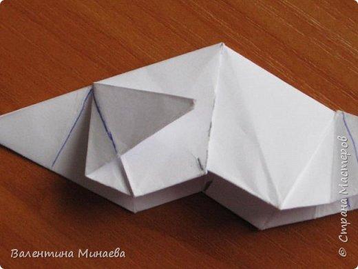 На авторство особо не претендую, возможно такие цветочки уже где-нибудь появлялись, не могу утверждать. Соединительные модули по сборке очень похожи на модуль кусудамы Каркасс Екатерины Лукашевой, только крепление осуществляется по-другому. Короче, такой вот гибрид из двух разных модулей.    Name: Blooming icosahedron - I  Designer: Valentina Minayeva Parts: 12 (pentagons) Paper: 6,4 x 6,4 х 6,4 х 6,4 х 6,4 Parts: 30 (squares) Paper: 6,4 х 6,4 Final height: ~ 10,0 cm without glue фото 91