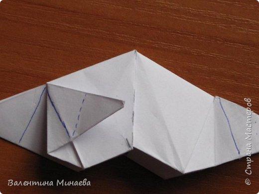 На авторство особо не претендую, возможно такие цветочки уже где-нибудь появлялись, не могу утверждать. Соединительные модули по сборке очень похожи на модуль кусудамы Каркасс Екатерины Лукашевой, только крепление осуществляется по-другому. Короче, такой вот гибрид из двух разных модулей.    Name: Blooming icosahedron - I  Designer: Valentina Minayeva Parts: 12 (pentagons) Paper: 6,4 x 6,4 х 6,4 х 6,4 х 6,4 Parts: 30 (squares) Paper: 6,4 х 6,4 Final height: ~ 10,0 cm without glue фото 92