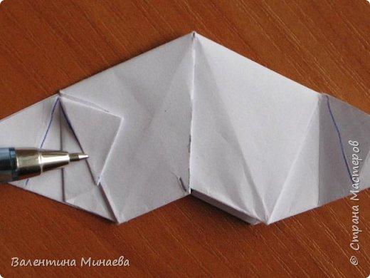 На авторство особо не претендую, возможно такие цветочки уже где-нибудь появлялись, не могу утверждать. Соединительные модули по сборке очень похожи на модуль кусудамы Каркасс Екатерины Лукашевой, только крепление осуществляется по-другому. Короче, такой вот гибрид из двух разных модулей.    Name: Blooming icosahedron - I  Designer: Valentina Minayeva Parts: 12 (pentagons) Paper: 6,4 x 6,4 х 6,4 х 6,4 х 6,4 Parts: 30 (squares) Paper: 6,4 х 6,4 Final height: ~ 10,0 cm without glue фото 93