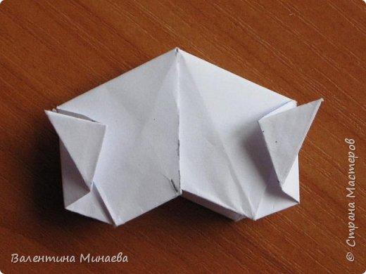 На авторство особо не претендую, возможно такие цветочки уже где-нибудь появлялись, не могу утверждать. Соединительные модули по сборке очень похожи на модуль кусудамы Каркасс Екатерины Лукашевой, только крепление осуществляется по-другому. Короче, такой вот гибрид из двух разных модулей.    Name: Blooming icosahedron - I  Designer: Valentina Minayeva Parts: 12 (pentagons) Paper: 6,4 x 6,4 х 6,4 х 6,4 х 6,4 Parts: 30 (squares) Paper: 6,4 х 6,4 Final height: ~ 10,0 cm without glue фото 94