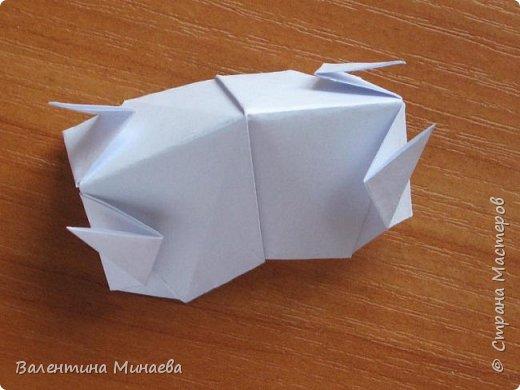 На авторство особо не претендую, возможно такие цветочки уже где-нибудь появлялись, не могу утверждать. Соединительные модули по сборке очень похожи на модуль кусудамы Каркасс Екатерины Лукашевой, только крепление осуществляется по-другому. Короче, такой вот гибрид из двух разных модулей.    Name: Blooming icosahedron - I  Designer: Valentina Minayeva Parts: 12 (pentagons) Paper: 6,4 x 6,4 х 6,4 х 6,4 х 6,4 Parts: 30 (squares) Paper: 6,4 х 6,4 Final height: ~ 10,0 cm without glue фото 95