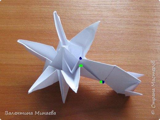 На авторство особо не претендую, возможно такие цветочки уже где-нибудь появлялись, не могу утверждать. Соединительные модули по сборке очень похожи на модуль кусудамы Каркасс Екатерины Лукашевой, только крепление осуществляется по-другому. Короче, такой вот гибрид из двух разных модулей.    Name: Blooming icosahedron - I  Designer: Valentina Minayeva Parts: 12 (pentagons) Paper: 6,4 x 6,4 х 6,4 х 6,4 х 6,4 Parts: 30 (squares) Paper: 6,4 х 6,4 Final height: ~ 10,0 cm without glue фото 97