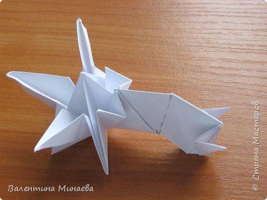 На авторство особо не претендую, возможно такие цветочки уже где-нибудь появлялись, не могу утверждать. Соединительные модули по сборке очень похожи на модуль кусудамы Каркасс Екатерины Лукашевой, только крепление осуществляется по-другому. Короче, такой вот гибрид из двух разных модулей.    Name: Blooming icosahedron - I  Designer: Valentina Minayeva Parts: 12 (pentagons) Paper: 6,4 x 6,4 х 6,4 х 6,4 х 6,4 Parts: 30 (squares) Paper: 6,4 х 6,4 Final height: ~ 10,0 cm without glue фото 99