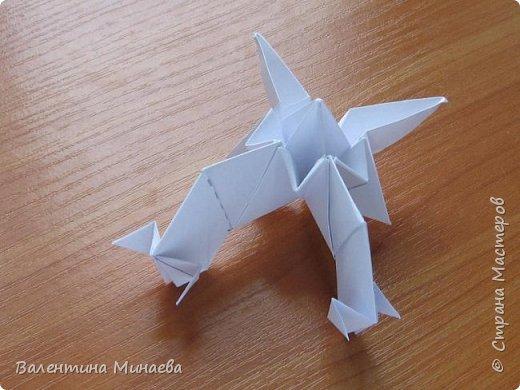 На авторство особо не претендую, возможно такие цветочки уже где-нибудь появлялись, не могу утверждать. Соединительные модули по сборке очень похожи на модуль кусудамы Каркасс Екатерины Лукашевой, только крепление осуществляется по-другому. Короче, такой вот гибрид из двух разных модулей.    Name: Blooming icosahedron - I  Designer: Valentina Minayeva Parts: 12 (pentagons) Paper: 6,4 x 6,4 х 6,4 х 6,4 х 6,4 Parts: 30 (squares) Paper: 6,4 х 6,4 Final height: ~ 10,0 cm without glue фото 102