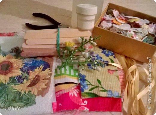 Опять мои любимые палочки мне в помощь!!!)) в прошлом году делала вот такие домик  http://stranamasterov.ru/node/1000482 А в этом захотелось сделать  какие-нибудь необычные магнитики к 8марта...а что на кухне важно!!для хорошей хозяйки!)))  Конечно фартучек!!))) И полотенце и прихваточка,,,а ещё и скалка!!))) фото 5