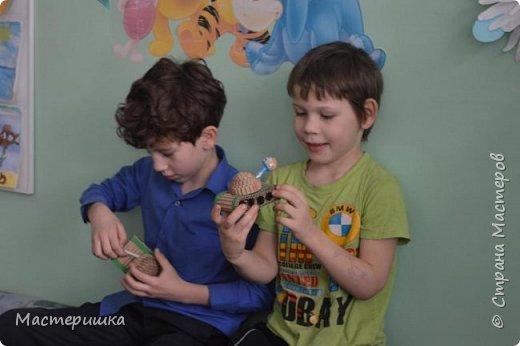 Приглашаем вас вместе с нами сделать подарочную бонбоньерку. Такие сладкие шкатулки мы приготовили с мальчиками 2 класса для девочек и учителей. фото 30