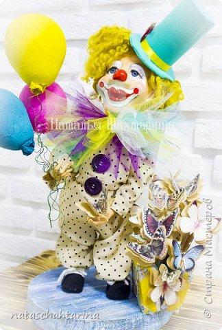 Знакомьтесь клоун Весеня с чемоданчиком бабочек)))) выполнен в технике папье-маше фото 1